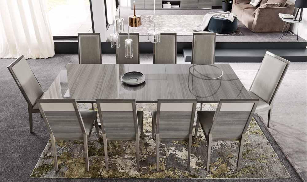 Iris valgomojo stalas