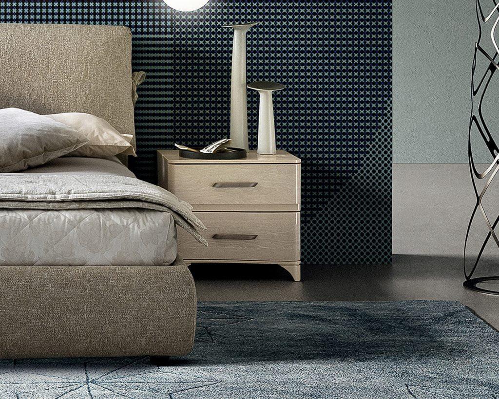 Camelgroup itališki miegamojo baldai Maia Sabbia naktine spintele